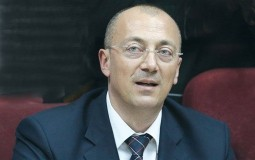 Kandidat za gradonačelnika Severne Mitrovice Goran Rakić otvorio sportski objekat u tom gradu
