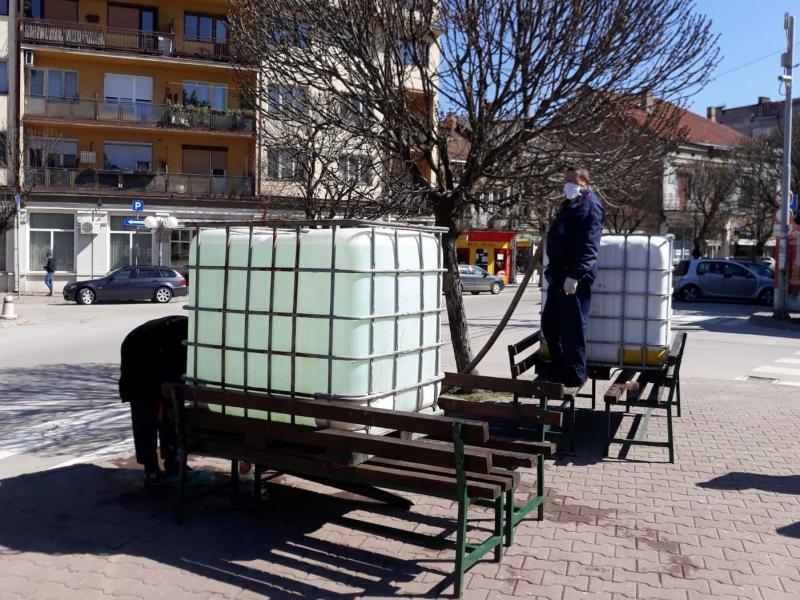 Kanisteri sa dezinfekcionim sredstvom postavljeni u Vlasotincu i Medveđi