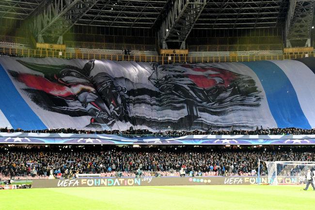 Kao Gomora - Žene fudbalera Napolija beže iz grada!
