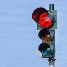 Kažnjen zbog prolaska na crveno – prijavio ga drugi vozač! Šta biste vi uradili u toj situaciji?
