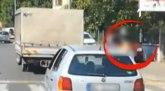 Kažnjena majka koja je vozila dete po Beogradu na prozoru automobila