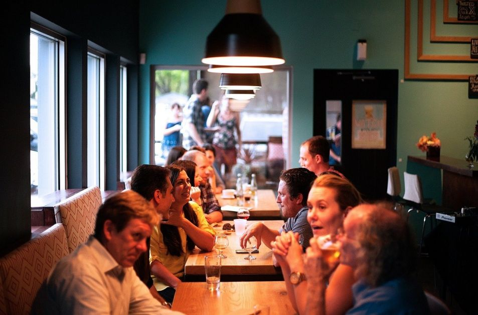 Kažnjeno više od 100 gostiju restorana, vlasnik uhapšen