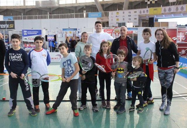 Kecmanović igrao mini tenis sa mališanima na Sajmu sporta u Beogradu