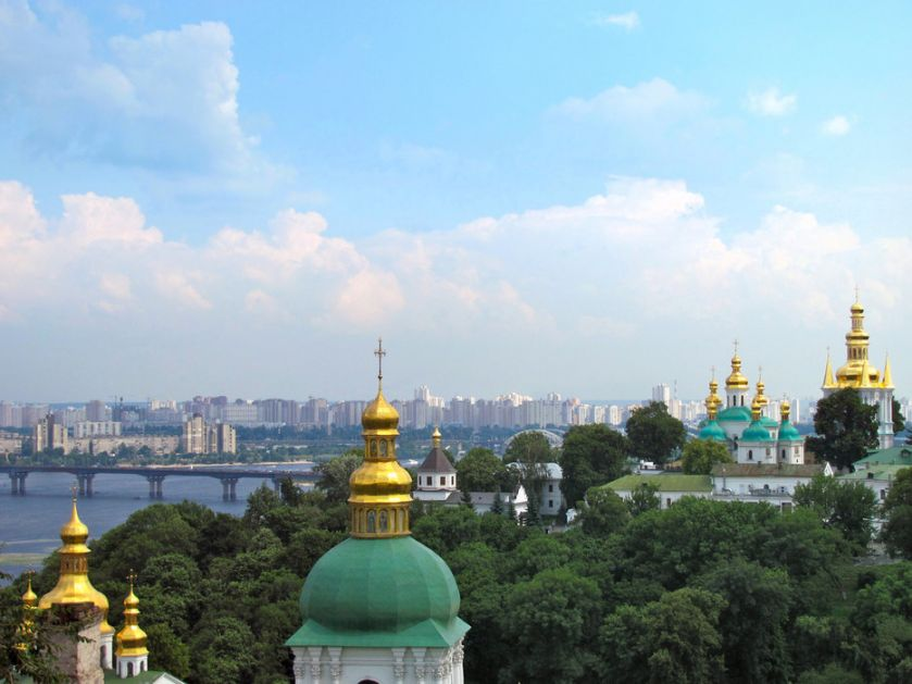 Rusija: Kijev dovlači oružje, bombarduje predgrađa, a EU zatvara oči
