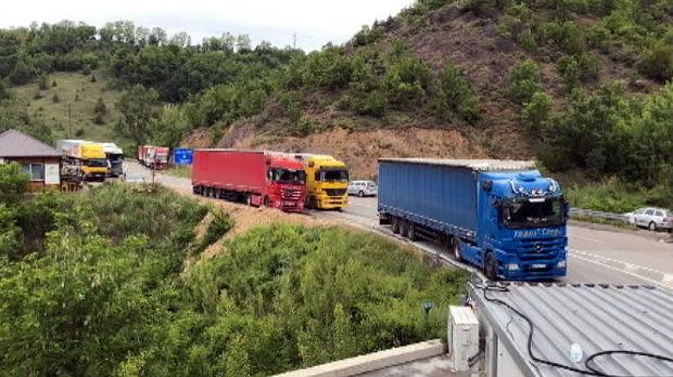 Kilometarske kolone na Jarinju, kamioni sa srpskim tablicama stoje zbog mera reciprociteta
