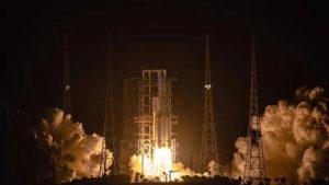 Kina uspešno lansirala sondu u prvoj kineskoj misiji za donošenje uzoraka sa Meseca