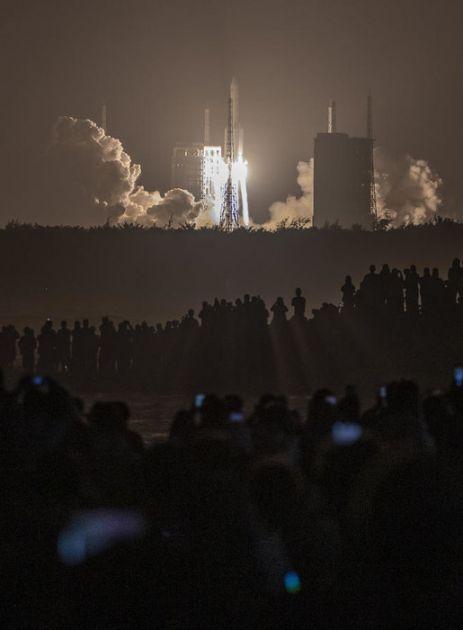 Kineska svemirska sonda uspešno sletela na Mesec
