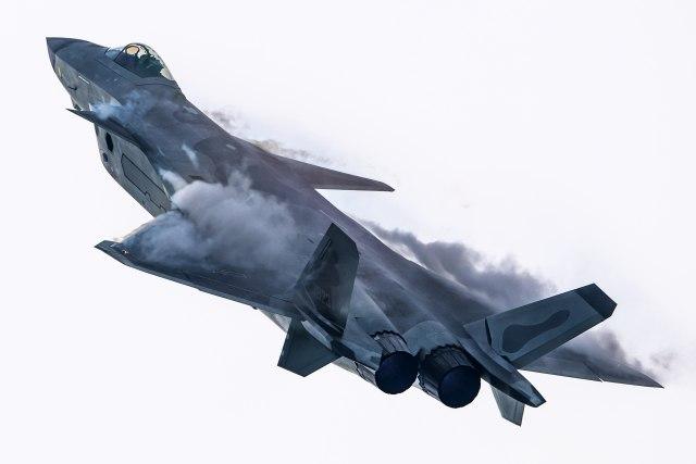 Kinezi pokazali šta imaju: J-20 jedini na svetu pored F-22 i F-35, može da uradi ovaj manevar