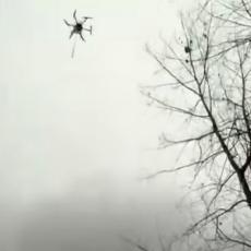 Kinezi uništavaju ose dronom koji bljuju vatru (VIDEO)