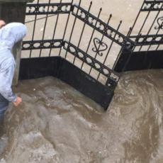 Kiša stala, posledice ostale: Posle NEVREMENA u Beogradu, jedno naselje POPLAVLJENO (FOTO)