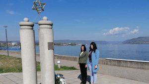 Kladovo: Položeno cveće na spomenik Kladovskog transporta