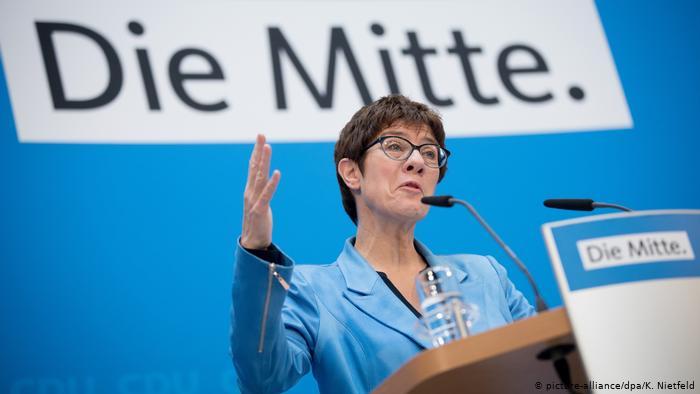 Klimava pozicija naslednice Angele Merkel