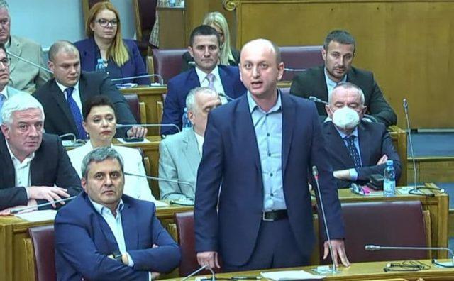 Knežević Krivokapiću: Vi više niste premijer