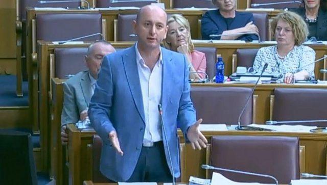 Knežević:  Rezolucija o Srebrenici još sramnija od priznanja Kosova 2008. godine od strane vlasti Mila Đukanovića