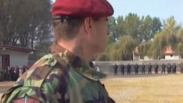 Ko stoji iza crvenih beretki?