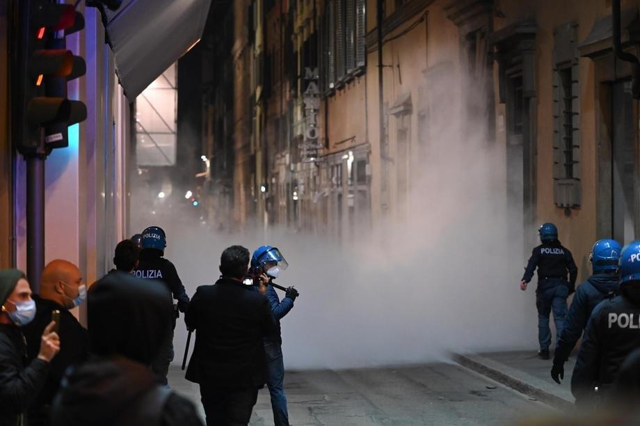 Ko su ubačeni huligani u mirne demonstracije u Italiji?