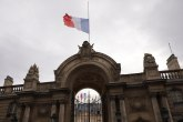 Kolona Francuza odaje počast Žaku Širaku