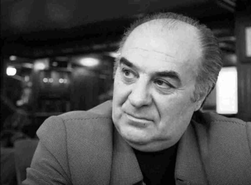 Komemoracija Mikija Jevremovića u Domu sindikata: Porodica i kolege odale počast legendarnom pevaču