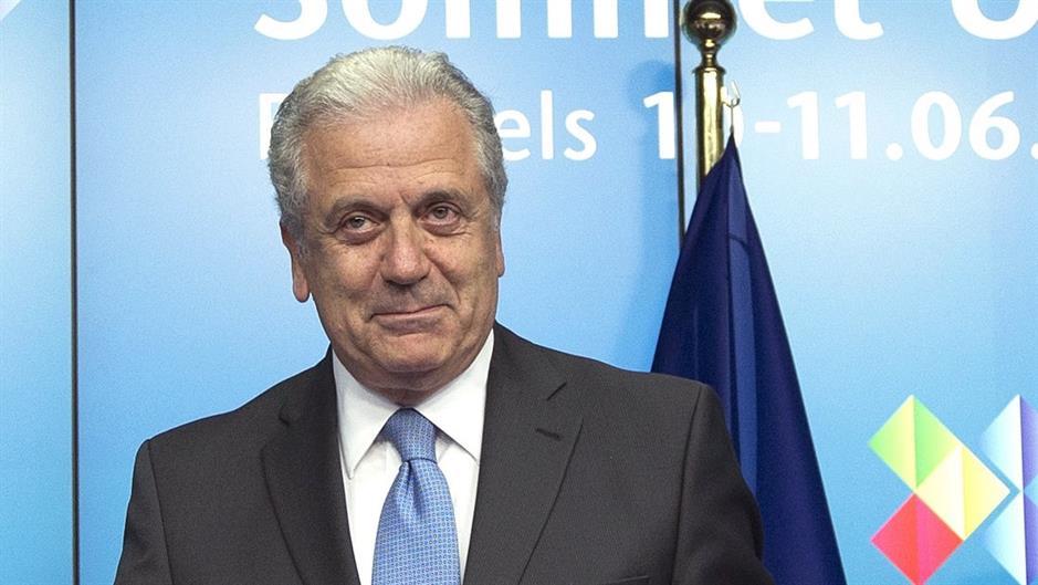 Komesar: EU neće vratiti vize za za građane Srbije i Balkana