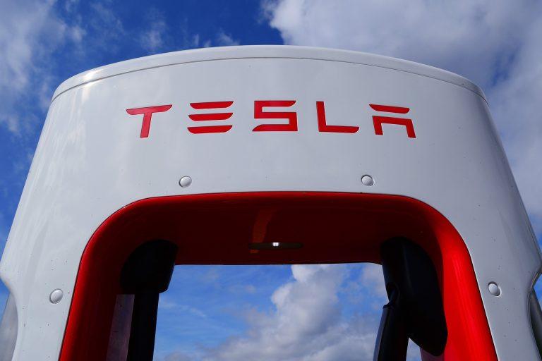 Kompanija Tesla prvi put u jednom kvartalu zaradila više od milijardu dolara