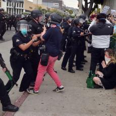 Koriste proteste za pljačku: Pokušao mačem da odbrani radnju od lopova, oni ga kamenovali i šutirali