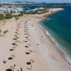 Korona EKSPLODIRALA na grčkom ostrvu: Turisti beže glavom bez obzira, uveden policijski čas!