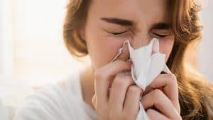 Korona virus: Delta soj izaziva glavobolju i kijavicu