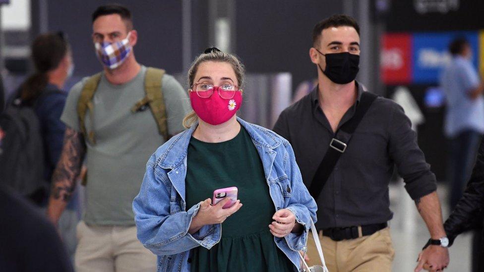 Korona virus: Nadležni u Srbiji najavljuju nove doze ruske i Fajzerove vakcine, Australija neće u potpunosti otvoriti granice 2021.