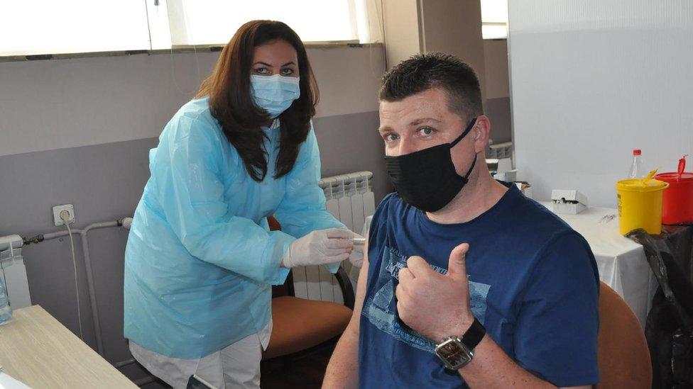 Korona virus: Od ponedeljka se otvaraju tržni centri u Srbiji, Austrija nabavlja milion doza ruske vakcine Sputnjik