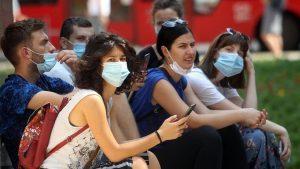 Korona virus: Protesti protiv uvođenja policijskog časa, grupa demonstranata ušla u Skupštinu Srbije