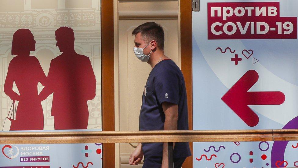 Korona virus: Revakcinacija stranaca u Srbiji, u Rusiji hara Delta soj