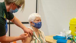 Korona virus: Srbija otvara 300 centara za vakcinaciju, protest protiv mera zaštite u Austriji