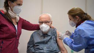 Korona virus: Stiže nove doze u Srbiju, imonulog od Merkel traži da primi Oksfordsku vakcinu