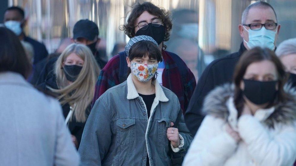 Korona virus: Sve teža situacija u bolnicama u Srbiji, Nemačka ublažava mere pred Božić, Bajden govorio o dugoj i teškoj zimi