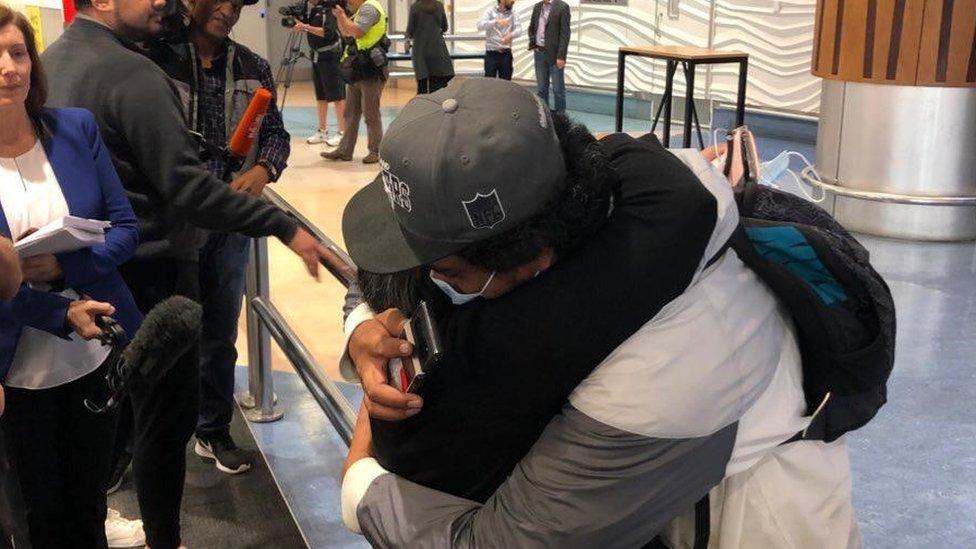 Korona virus: U Srbiji đaci od danas ponovo u klupama, putovanja između Australije i Novog Zelanda dozvoljena posle godinu dana