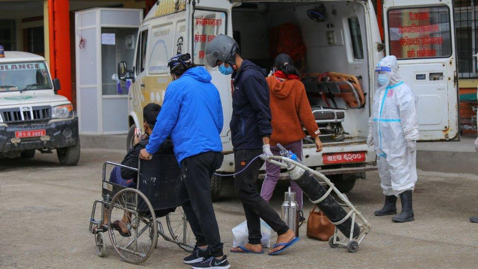 Korona virus: U Srbiji preminulo još 17 ljudi, zdravstvena kriza u Nepalu
