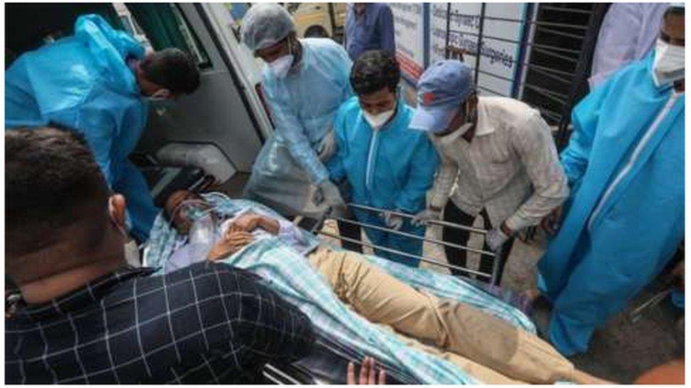 Korona virus: U Srbiji preminulo još 34 ljudi, nadležni najavljuju vakcinaciju u tržnim centrima – zdravstveni sistem Indije kolabirao