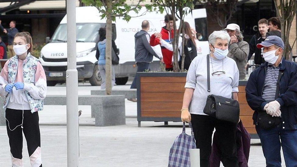 """Korona virus: U Srbiji preminulo još 35 ljudi, """"humanitarna katastrofa"""" u Brazilu"""