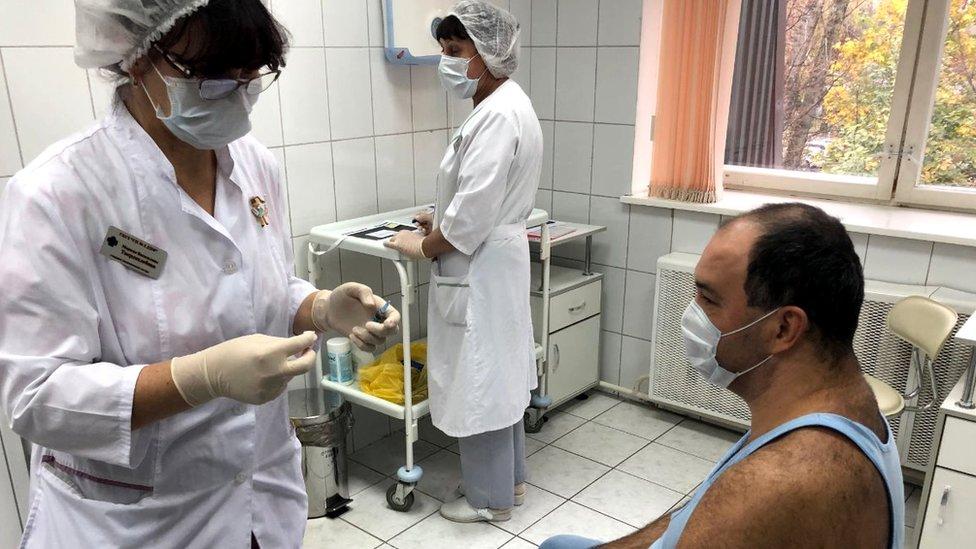 Korona virus: U Srbiji preminula 61 osoba – najviše od početka pandemije, u Hrvatskoj na snazi strože mere