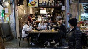 Korona virus i Izrael: U bar sa kovid pasošem – da li će tako izgledati budući svetski poredak