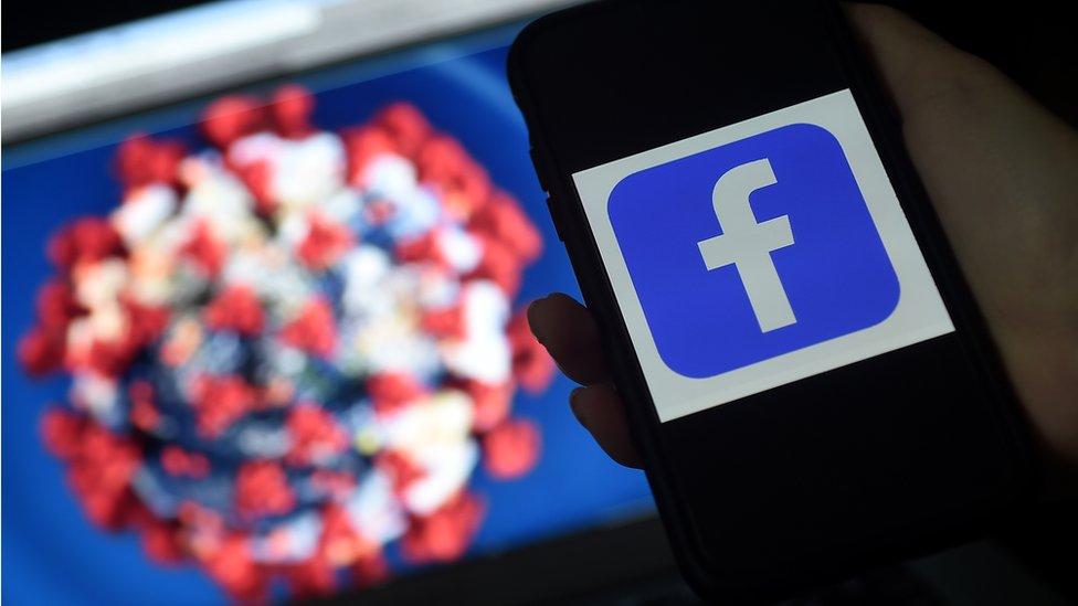 Korona virus i internet: Fejsbuk će uklanjati lažne vesti o vakcinama