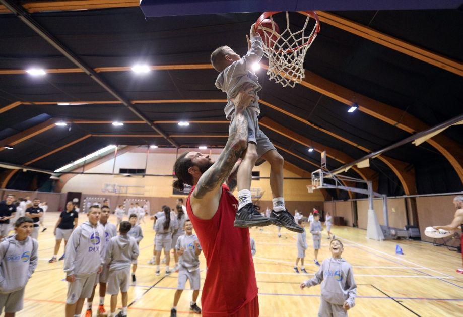 Košarkaši dobili VETAR U LEĐA: ONI su im snaga (FOTO)