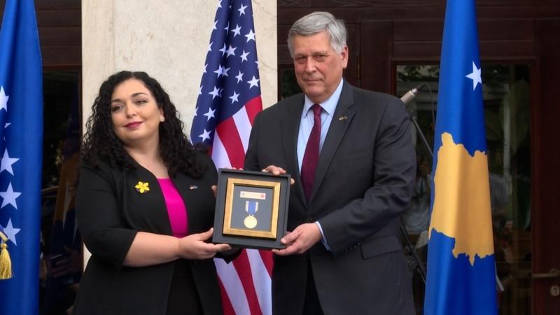 Kosovo dodelilo priznanje sinu američkog predsednika Bou Bajdenu