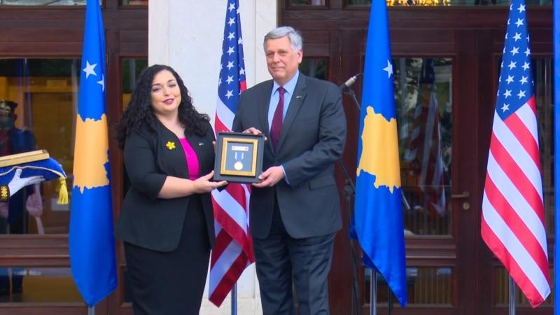 Kosovo posthumno odlikovalo sina američkog predsednika