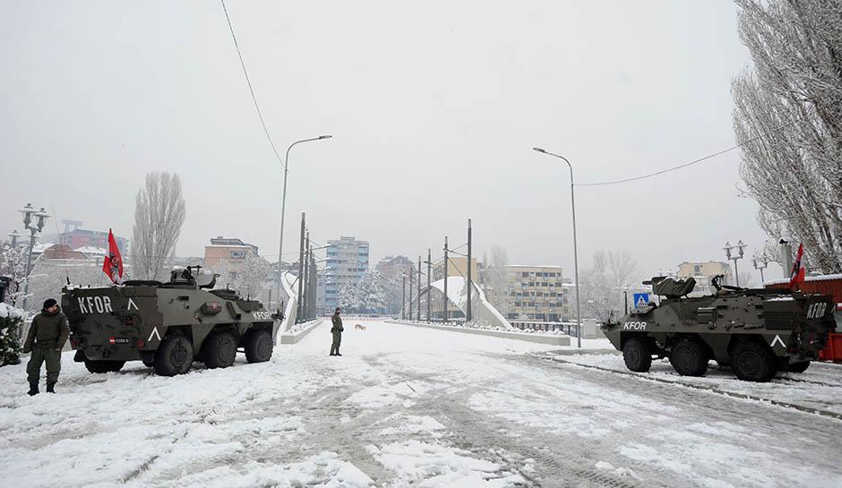 Kosovska Mitrovica: KFOR obezbeđuje most