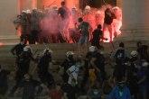 Kosovske pesme, krvavi boj, veličanje ratnih zločinaca... Šta su huligani režirali ispred Skupštine?