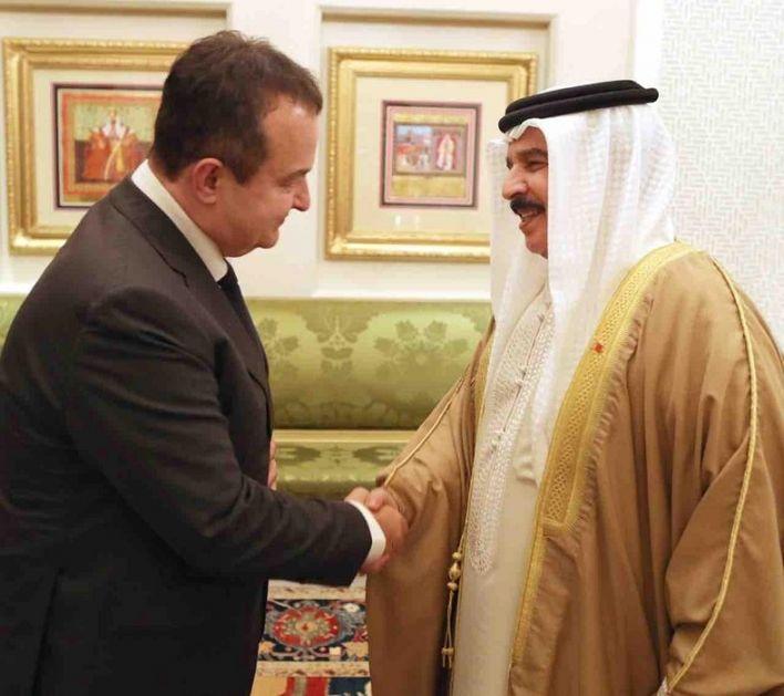 Kralj Hamad pozvao Vučića da poseti Bahrein