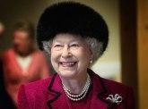Kraljica iznenadila sve: Nema više ovog modnog detalja na kraljevskoj odeći