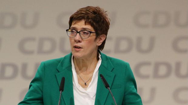 Kramp-Karenbauer: Neću pokušati da zauzmem mesto Merkelove