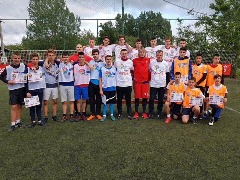 Krasić sa mladim fudbalerima na Sportskim igrama u Novom Sadu